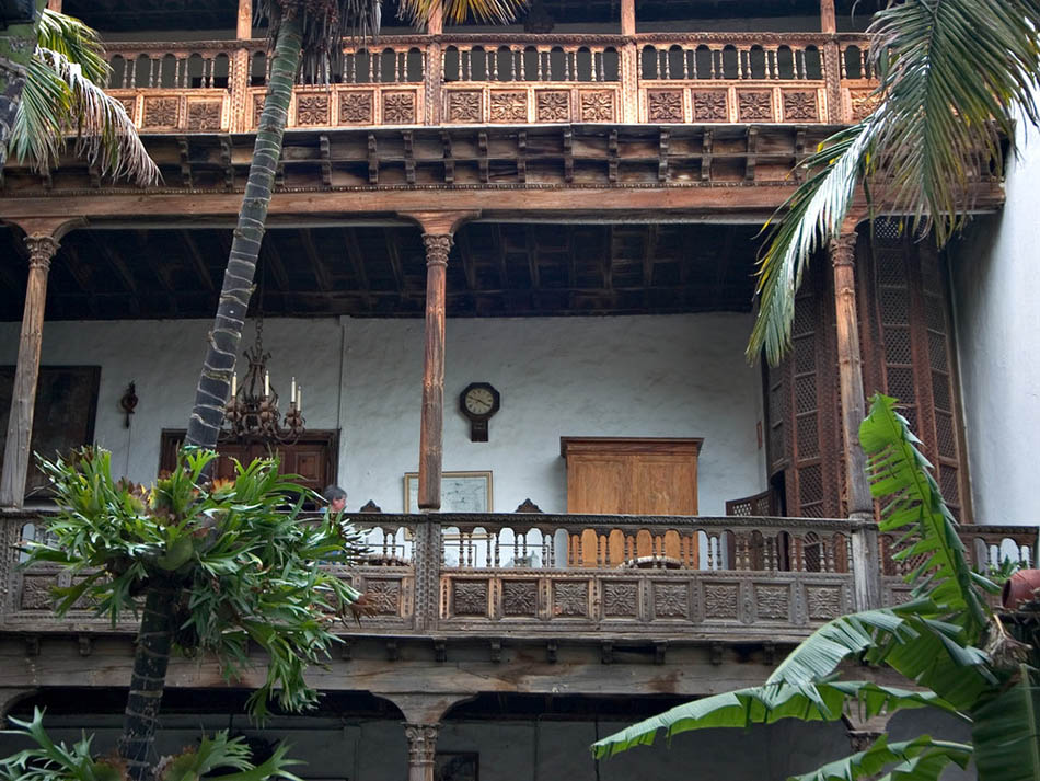 Casa de los balcones la orotava for Tipos de toldos para balcones