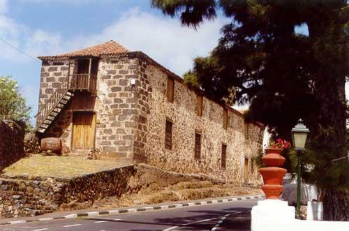 http://www.visitarcanarias.com/Images/alhondiga.jpg