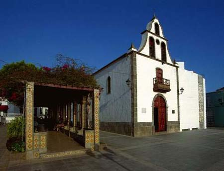 http://www.visitarcanarias.com/Images/iglesia-san-miguel-arcangel-tazacorte.jpg